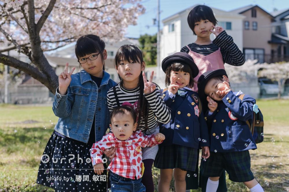 「桜の木の下での集合写真はママ達の宝物!」入園記念の友フォト