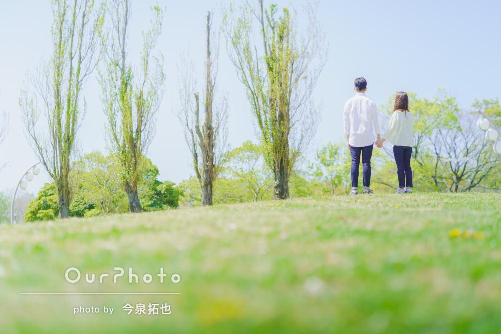 日差しふんわり!緑の素敵な公園でカップルフォトの撮影