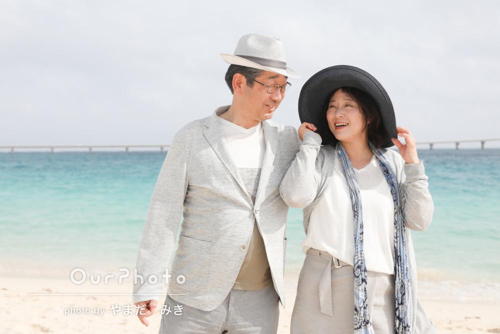 初めての宮古島で!海をバックにでチャーミングな結婚10年目の記念写真