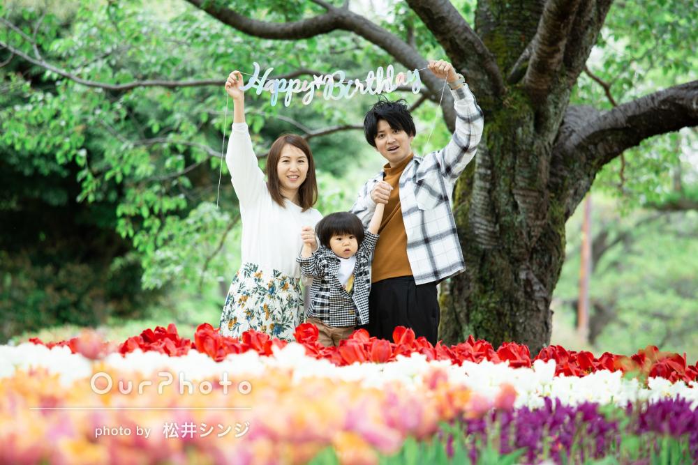 「とてもいい記念に」チューリップや春の花々と1歳誕生日記念の撮影
