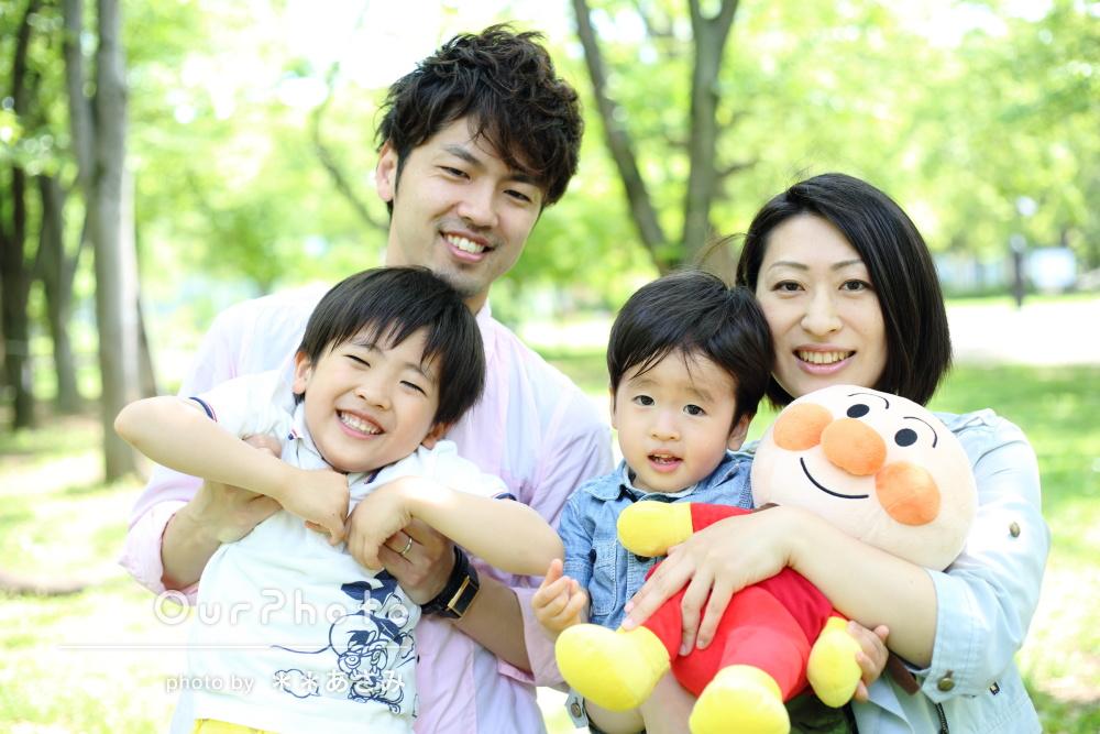 「とてもきれいで大満足です!」美しい新緑の中で家族写真の撮影