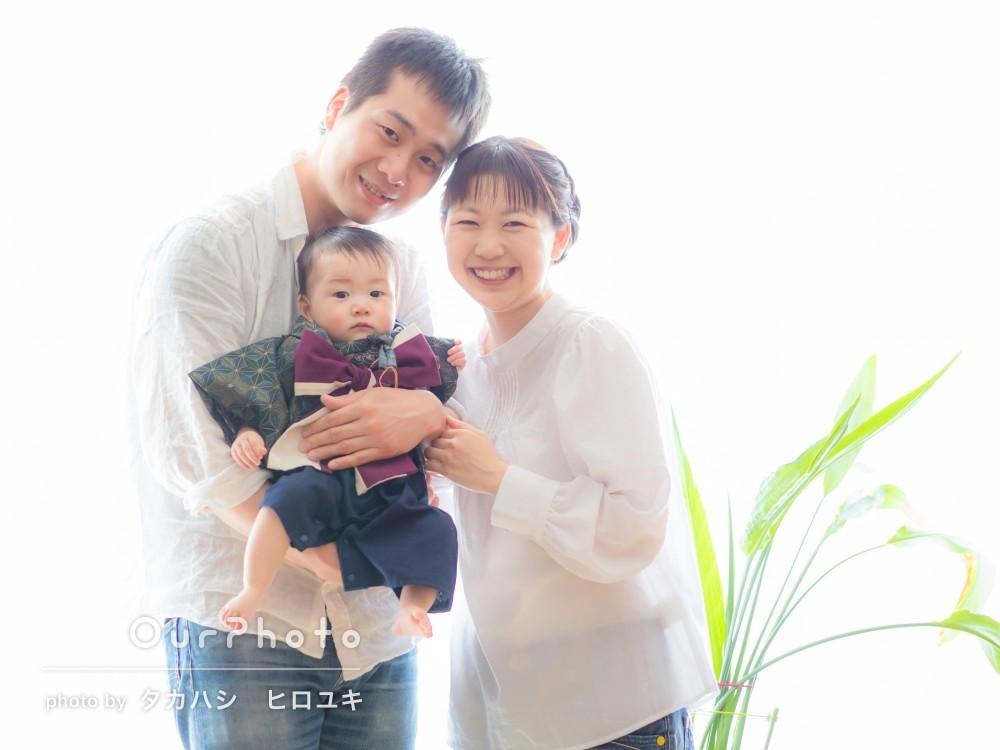 「家の中での撮影にも関わらずとても美しかったです」初節句に家族写真
