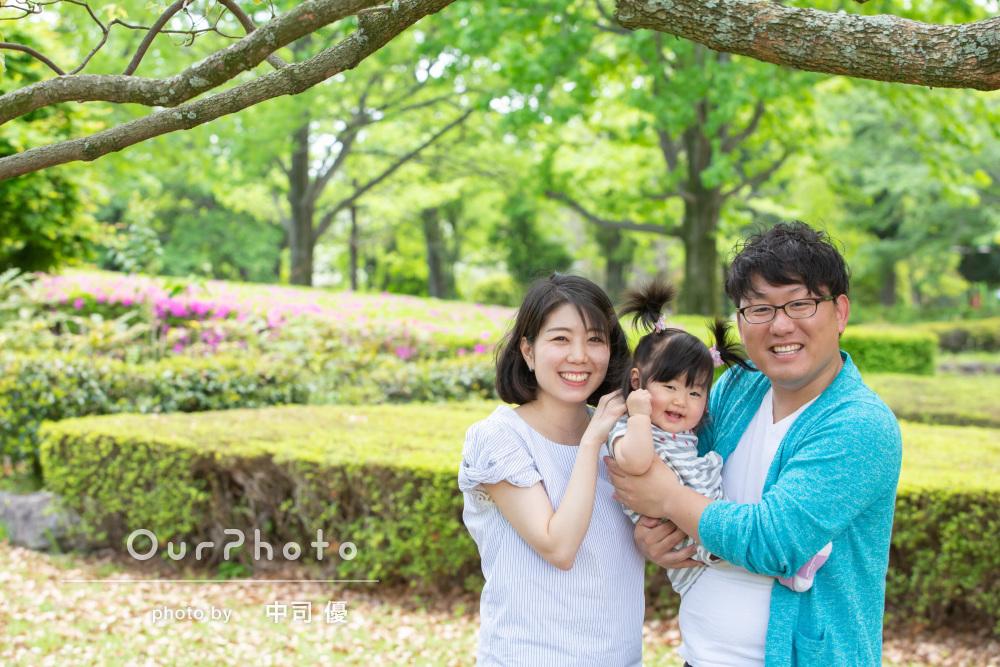自然の中で笑顔が溢れる!誕生日記念の家族写真