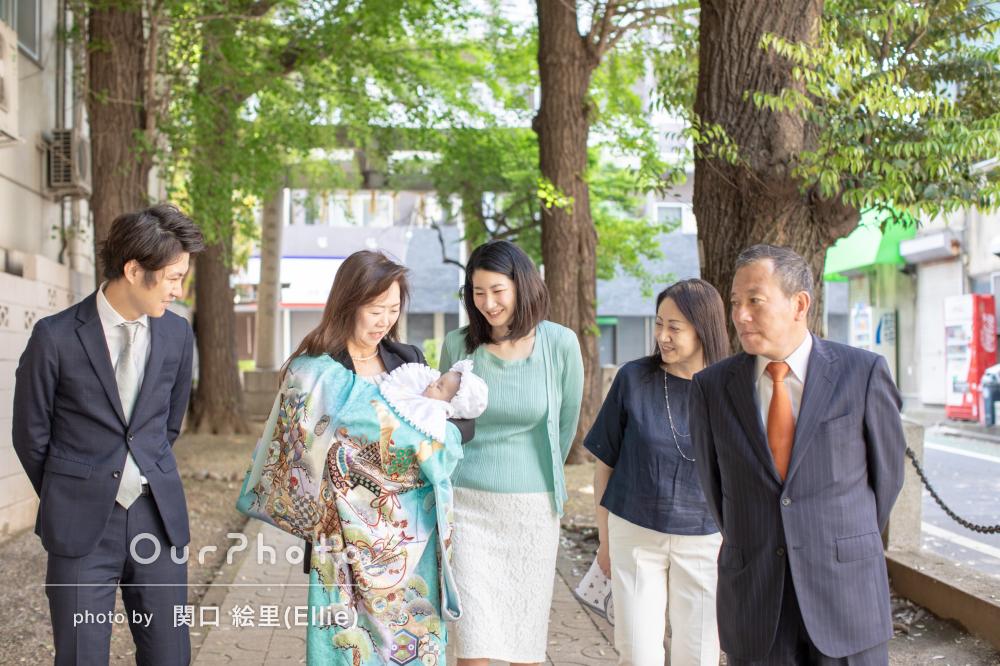 爽やかカラーの産着が初夏にぴったり!家族揃ってのお宮参りの撮影