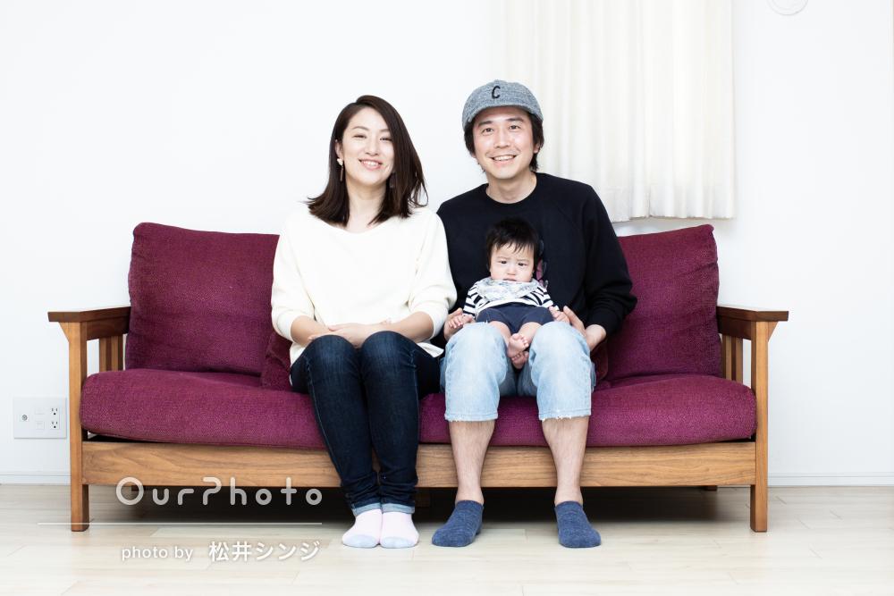 自宅で子どものペースに合わせてゆっくりと家族の記念写真撮影
