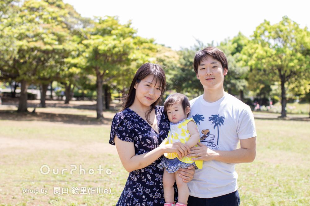 優しい光はまるで子どもに注ぐ愛情のよう♡1歳の誕生日記念の家族写真