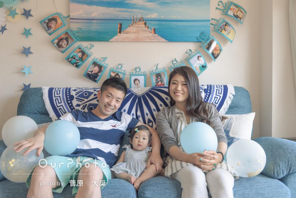 お部屋を素敵に飾り付けして!自宅で1歳記念の家族写真の撮影