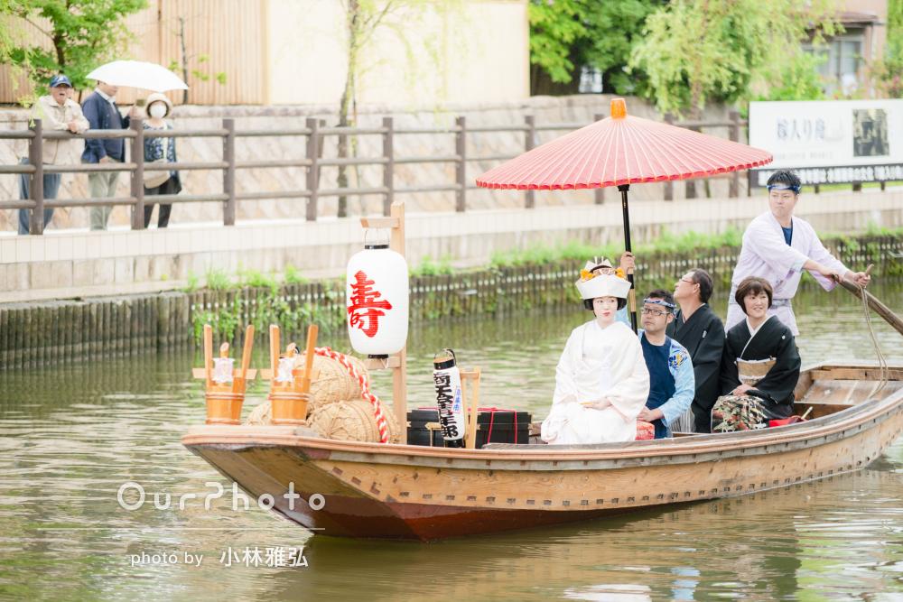 あやめ咲く河川で!幸せな雰囲気に包まれる渡し舟での花嫁道中を撮影