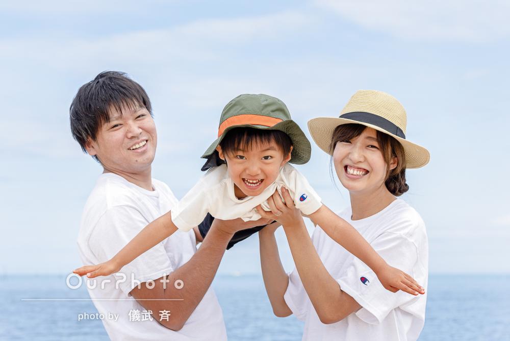「自然な表情が多く家族内でも友人にも評判」沖縄のビーチで家族写真撮影