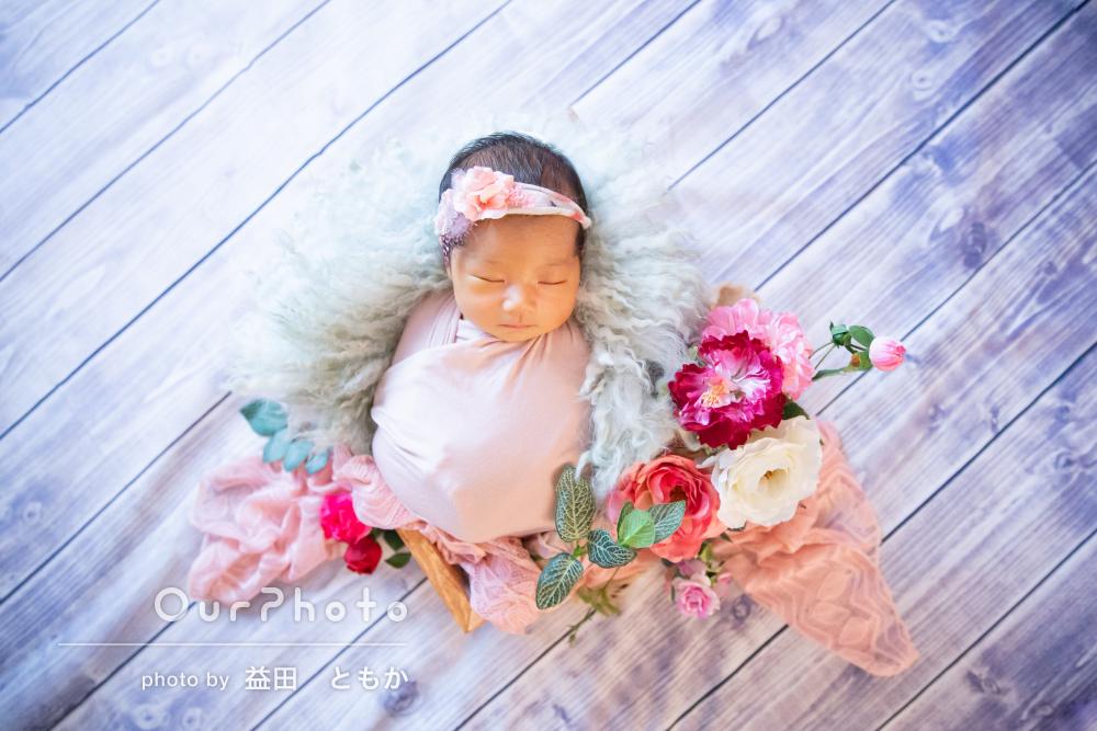 プリンセスのようにお花に囲まれたニューボーンフォトの撮影