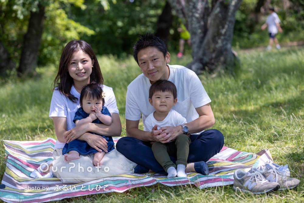 初夏のさわやかな陽気のなかで「子どもの自然な笑顔」の家族写真を撮影