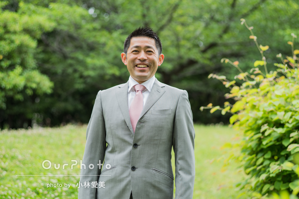 「笑顔が苦手な私も自然な笑顔に」緑をバックにプロフィール写真の撮影