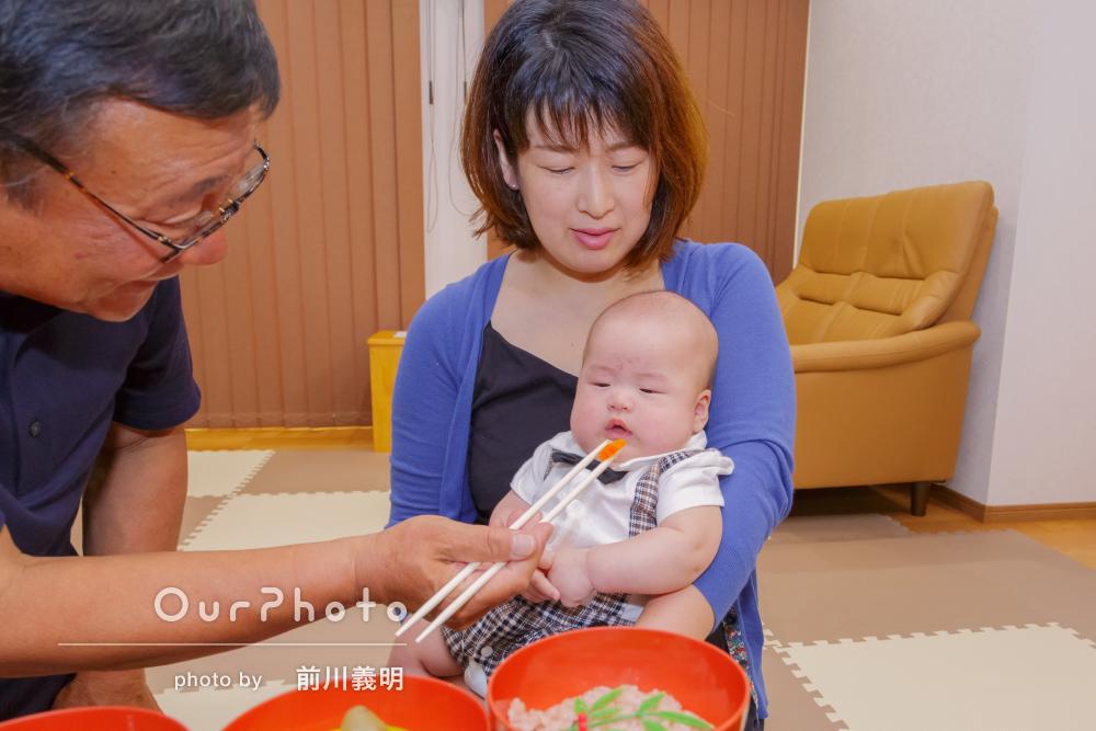 お食い初め記念も兼ねた自然体な家族写真の撮影
