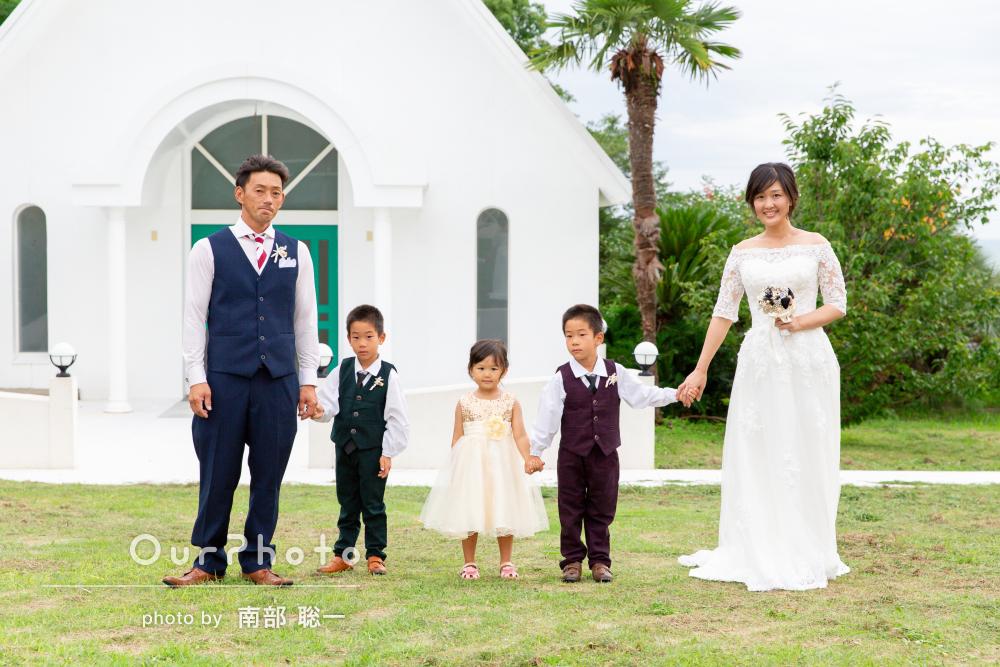 お子様たちも一緒に家族挙式の記念撮影