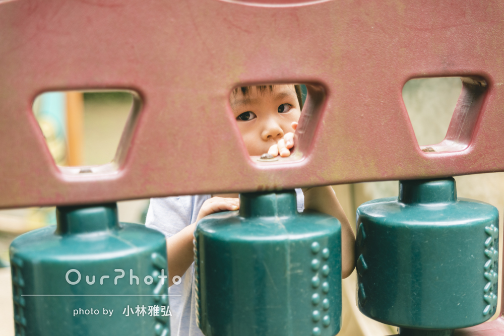 爽やかなブルーのリンクコーデで公園遊び!ファミリーフォト撮影