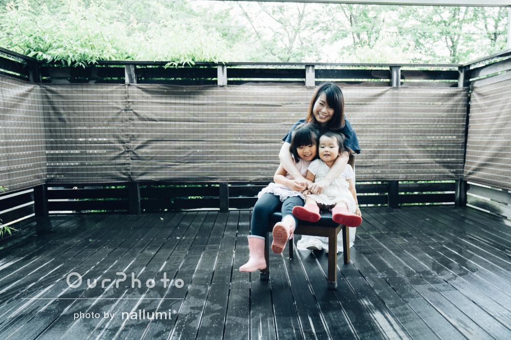 ご自宅でママと姉妹の日常を切り取ったファミリーフォトの撮影