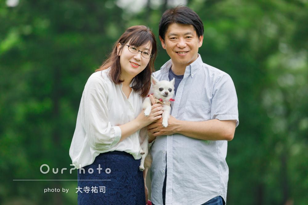 「一瞬のチャンスを逃さずいい写真を撮ってくれた」夫婦と愛犬の写真撮影