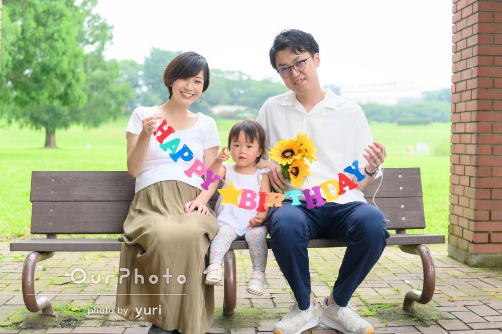 白のリンクコーデで仲良し度アップ!家族の記念写真の撮影