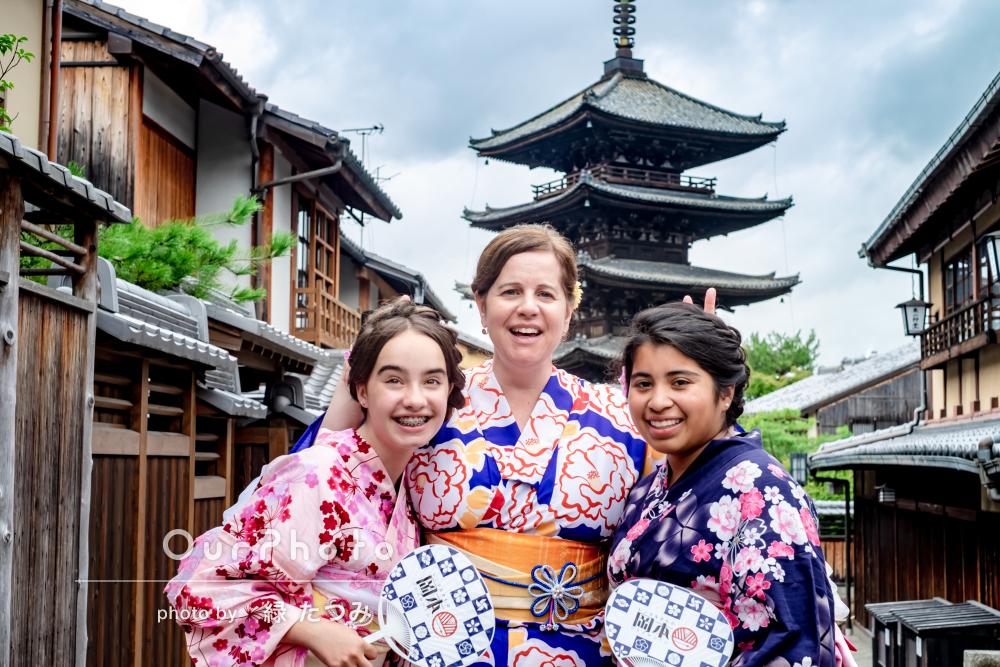 古き良き街並みの京都にて日本を感じる着物姿で写真撮影