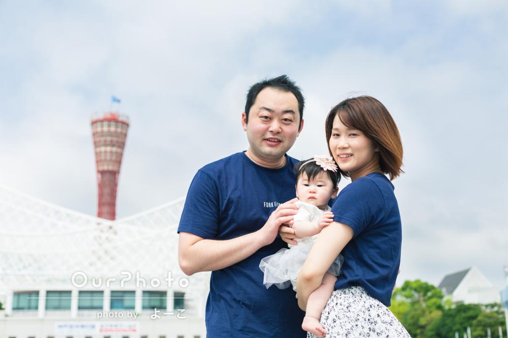爽やかな空と緑に囲まれて仲良しリンクコーデで家族写真の撮影
