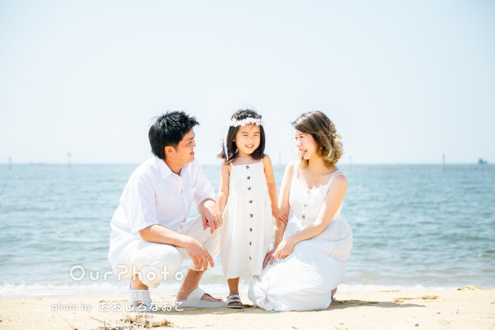 「人生に何度とない記念の写真」白コーデが美しい家族写真の撮影
