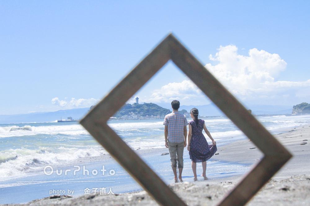 夏の海辺でエンゲージ!幸せいっぱいなカップルフォトの撮影