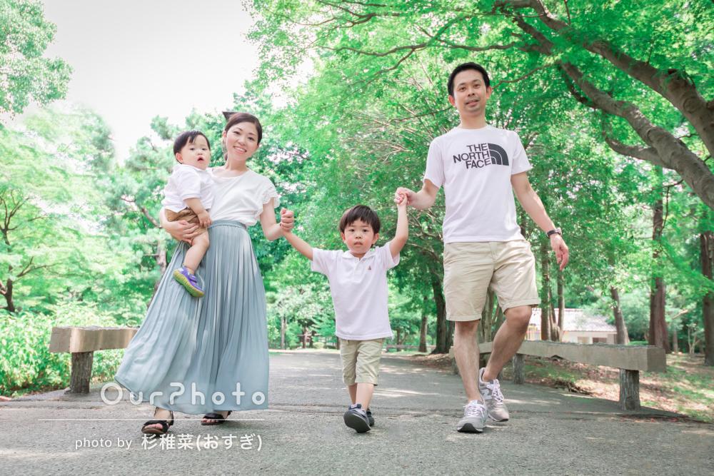 「すぐに慣れて自然体の写真をいっぱい」公園で1歳記念に家族写真の撮影