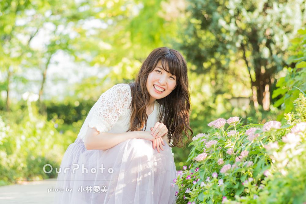 光あふれる自然の中で!優しい笑顔の女性プロフィール写真の撮影