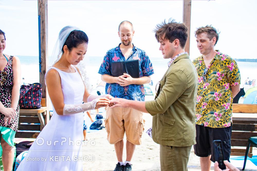 まさに真夏の結婚パーティ!海の家でのウェディングフォトの撮影