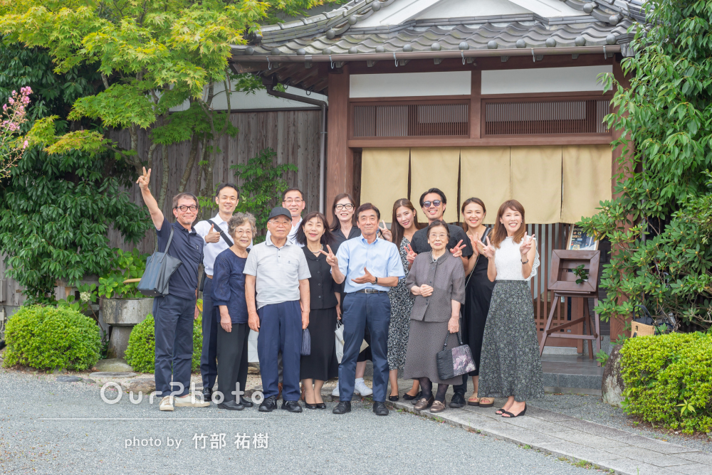 「華やかな会となりました」思い出に残る食事会での家族写真の撮影