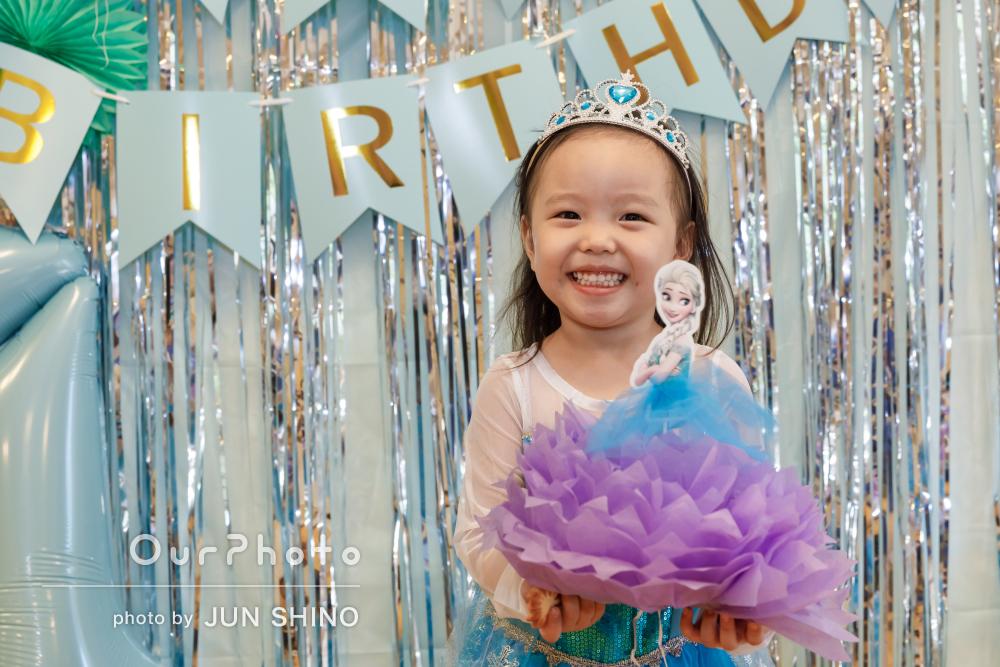 幸せに包まれた家族の笑顔をパシャリ!4歳の誕生会の撮影
