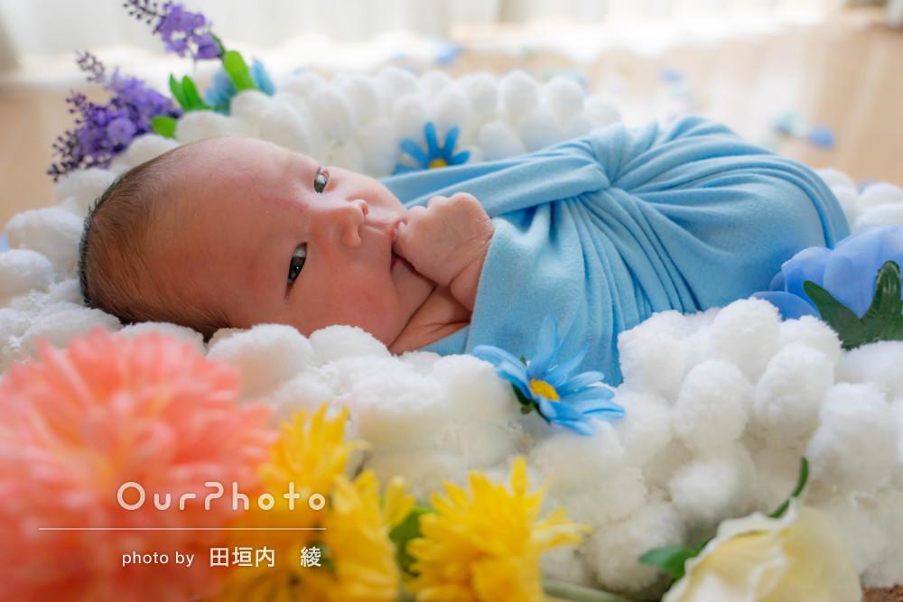 お花に囲まれてゆったりとニューボーンフォトの撮影