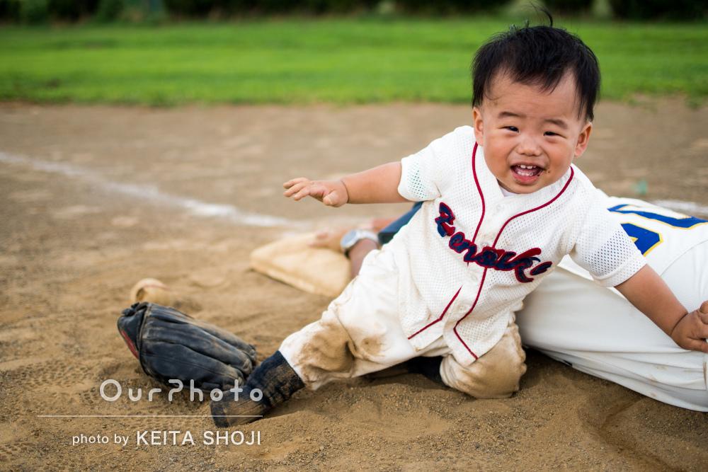 これがボクの初出塁!1歳の誕生日の記念に家族写真の撮影