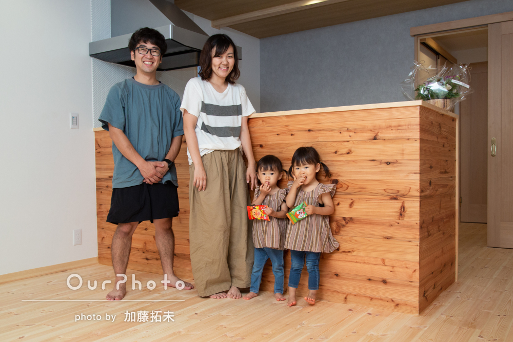 双子ちゃんの表情がかわいい!「丁寧な対応」で家族写真の撮影