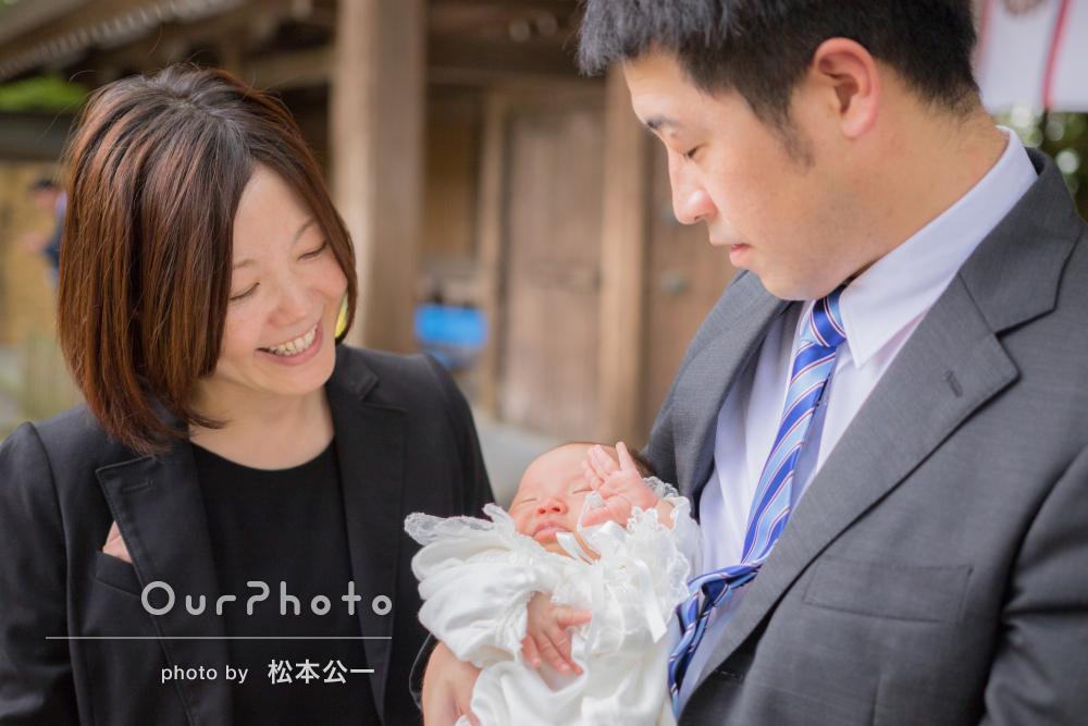 神社にて健やかな成長をご家族でお祝いするお宮参り撮影