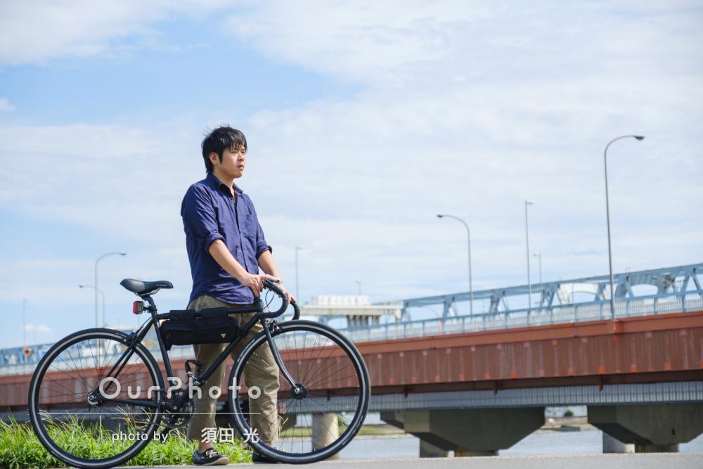自転車と一緒に!河川敷での男性プロフィール写真の撮影