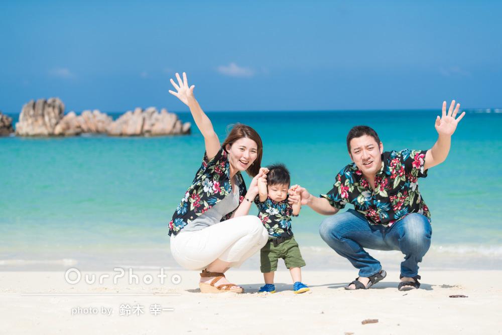 鮮やかカラーがオシャレなアロハシャツのリンクコーデで旅行の撮影