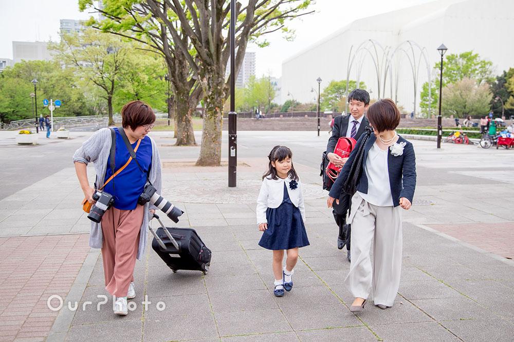 入学式を終えたばかりの一年生家族と待ち合わせ