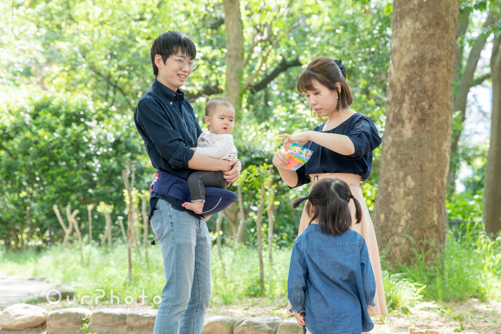 新緑が美しい公園で!自然体な姿を写す家族写真の撮影に同行3