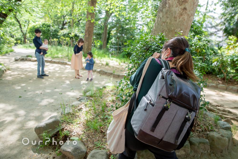 新緑が美しい公園で!自然体な姿を写す家族写真の撮影に同行4