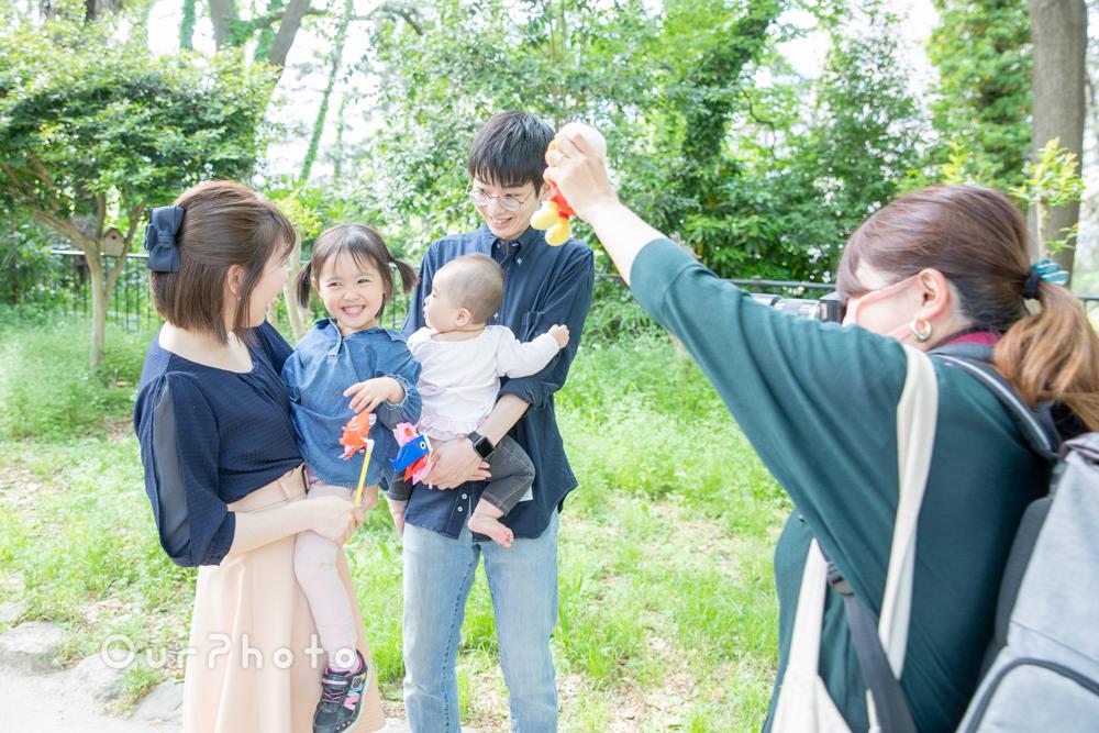 新緑が美しい公園で!自然体な姿を写す家族写真の撮影に同行6