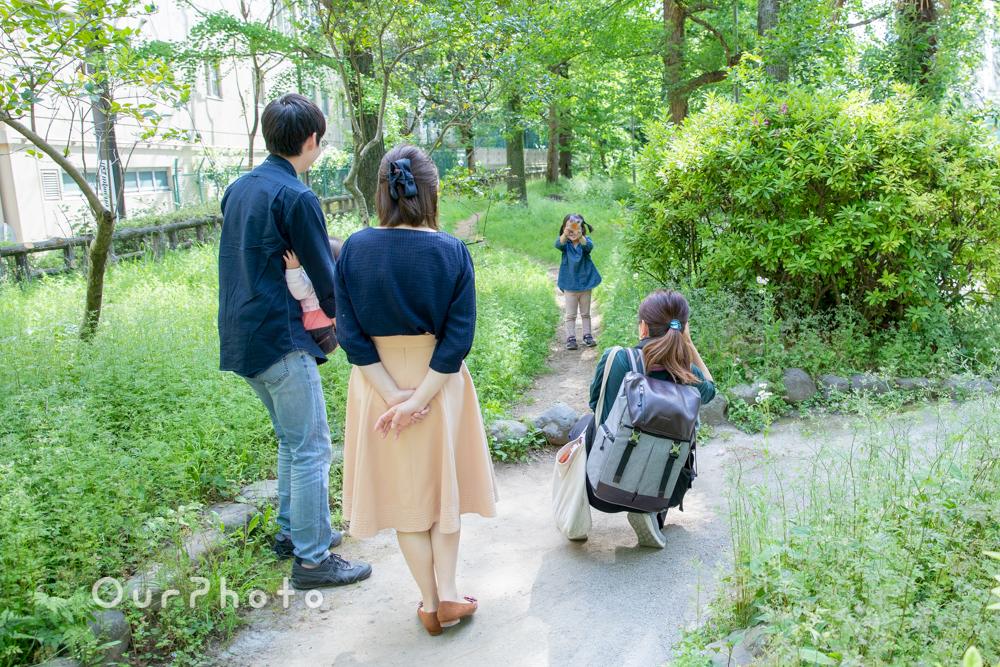 新緑が美しい公園で!自然体な姿を写す家族写真の撮影に同行11