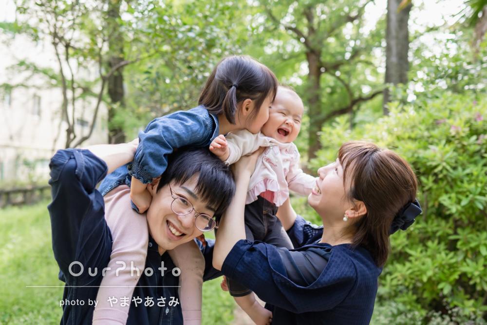 新緑が美しい公園で!自然体な姿を写す家族写真の撮影に同行14