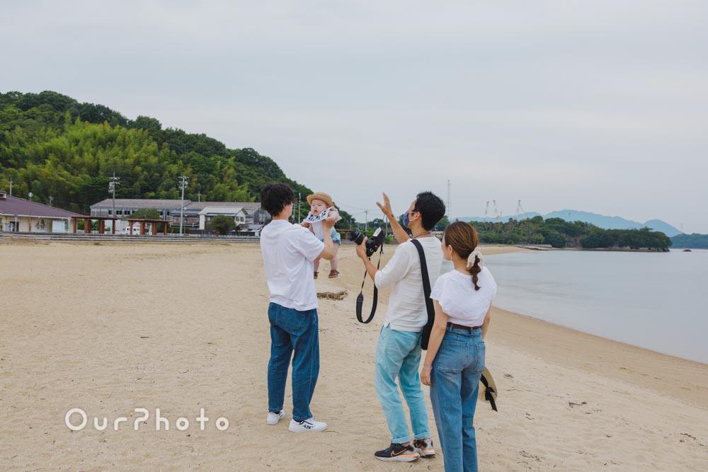 初夏のビーチで海を背景に!爽やかなリンクコーデの家族写真撮影を取材11