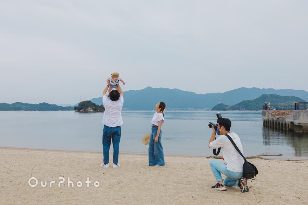 初夏のビーチで海を背景に!爽やかなリンクコーデの家族写真撮影を取材12