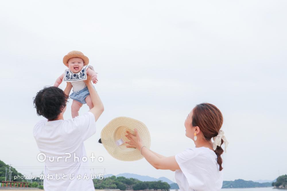 初夏のビーチで海を背景に!爽やかなリンクコーデの家族写真撮影を取材13