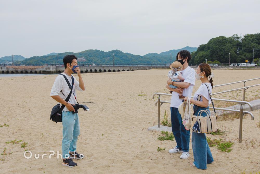 初夏のビーチで海を背景に!爽やかなリンクコーデの家族写真撮影を取材3