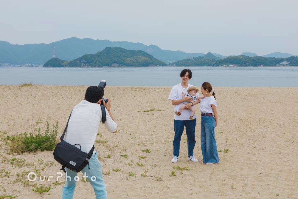 初夏のビーチで海を背景に!爽やかなリンクコーデの家族写真撮影を取材4