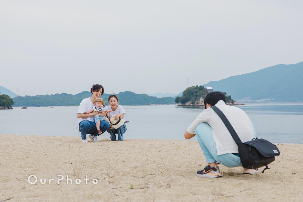 初夏のビーチで海を背景に!爽やかなリンクコーデの家族写真撮影を取材6