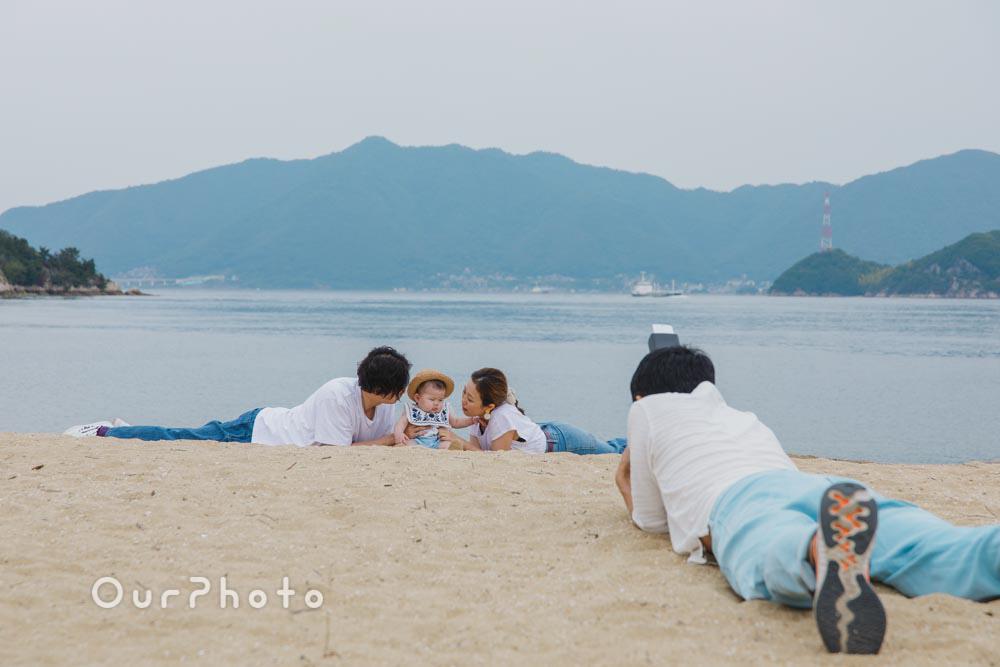 初夏のビーチで海を背景に!爽やかなリンクコーデの家族写真撮影を取材8